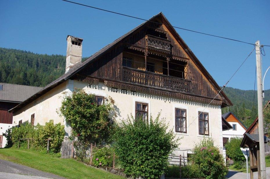 Image: Rezljani balkon hiše v Črešnjah
